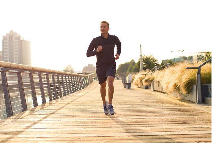 Đi bộ đều đặn, đúng cách và thường xuyên để có body chuẩn.